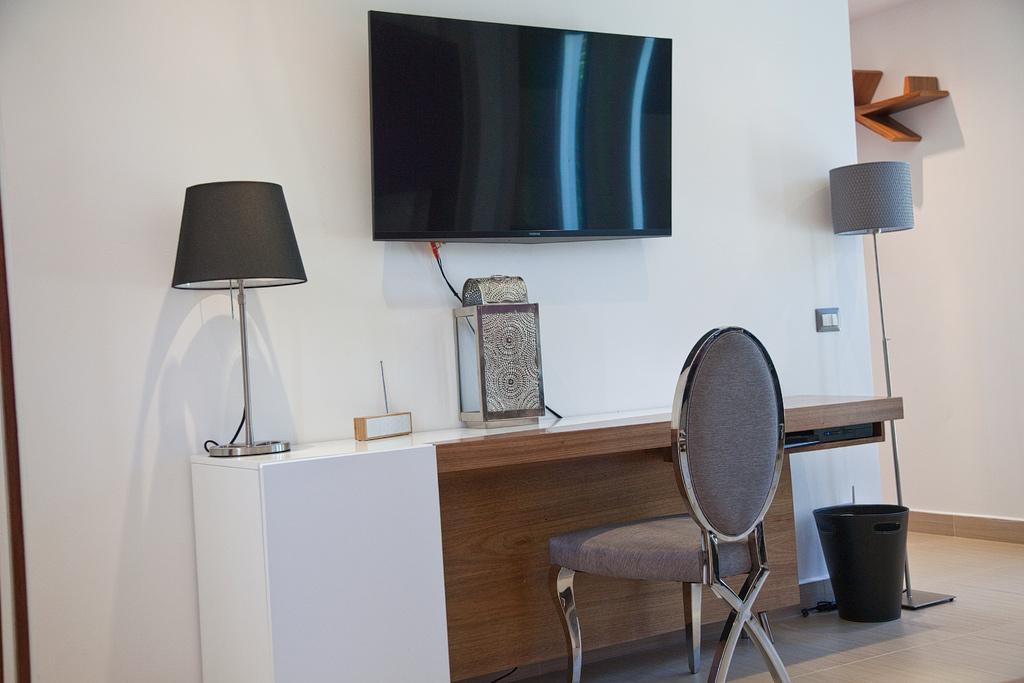 Villa Sofia – Floorplans – Master Suite – Desk