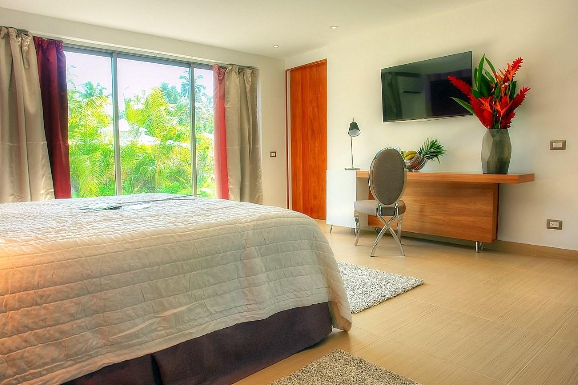 Villa Sofia – The Master Suite – Garden View/Desk/TV